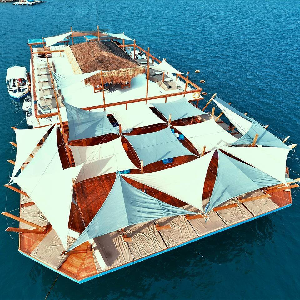 Lakawon's Floating Bar