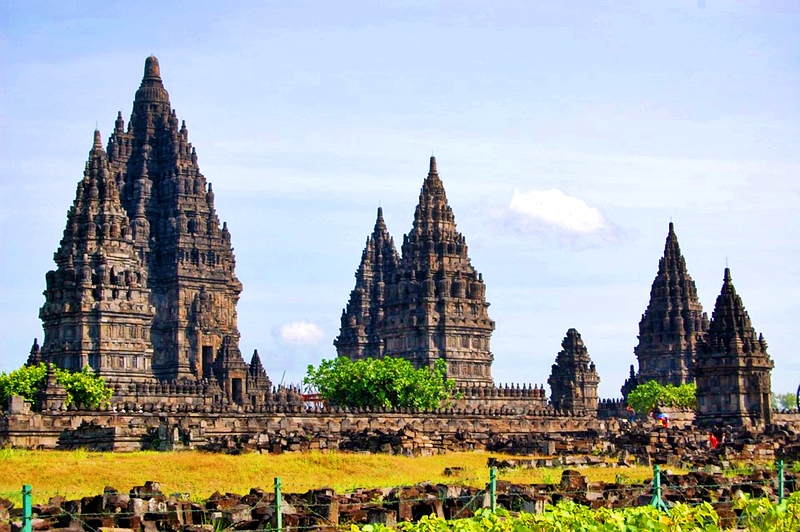 2018 PRAMBANAN TRAVEL GUIDE | BUDGET,CHEAP HOTELS, HOW TO GET THERE
