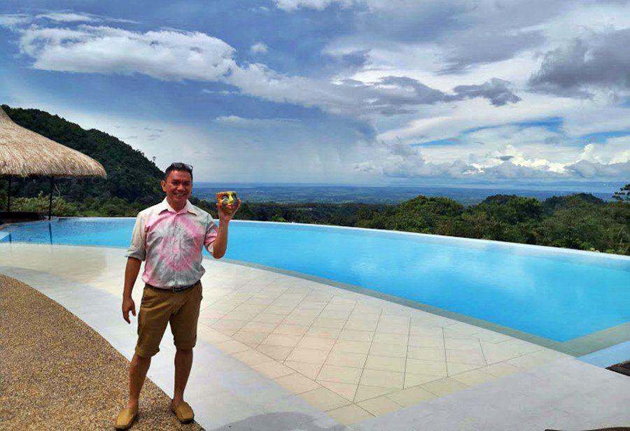 Jojo Vito, travel blogger