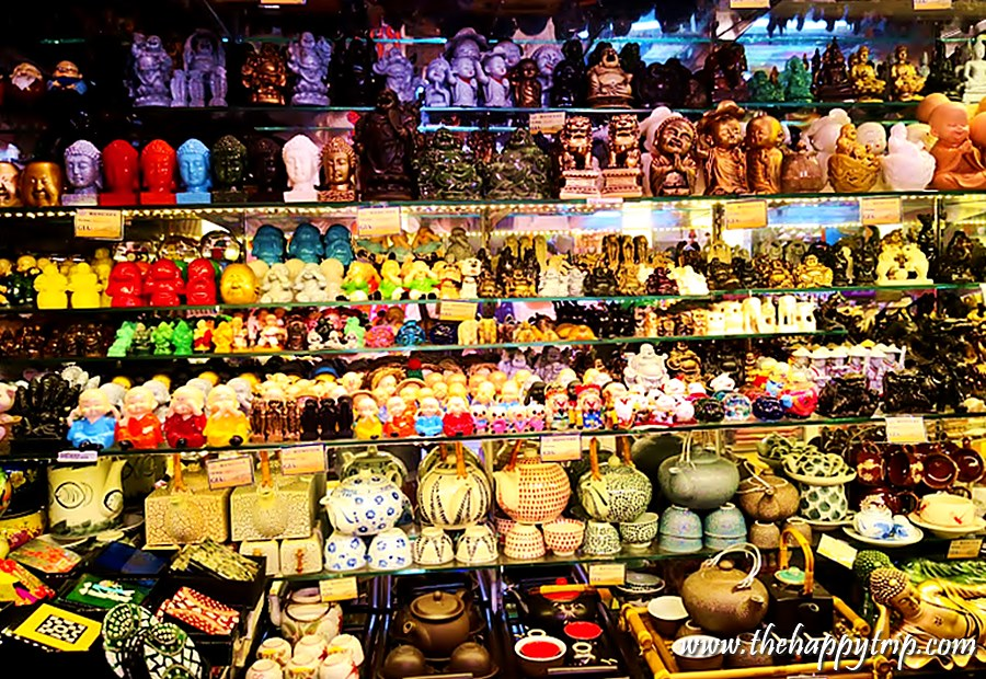 souvenirs in Saigon